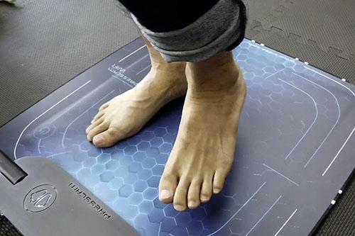 歩行時の 足圧移動写真